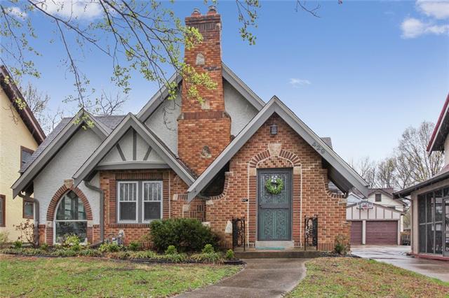 429 E Gregory Boulevard Property Photo - Kansas City, MO real estate listing