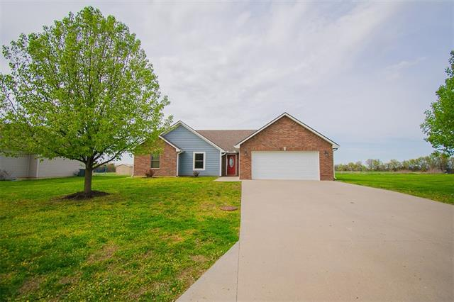 106 Harlequin Drive Property Photo - Adrian, MO real estate listing