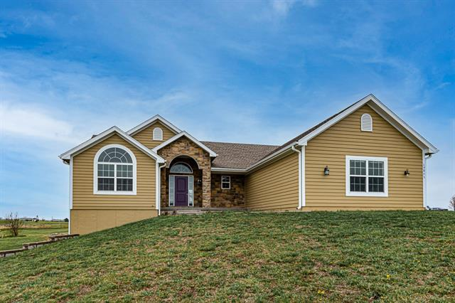 16875 Auburn Drive Property Photo - Bonner Springs, KS real estate listing