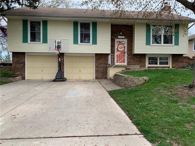 1700 SE Manor Place Property Photo - Blue Springs, MO real estate listing