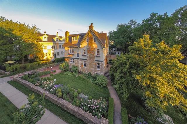 619 E 46th Street Property Photo - Kansas City, MO real estate listing