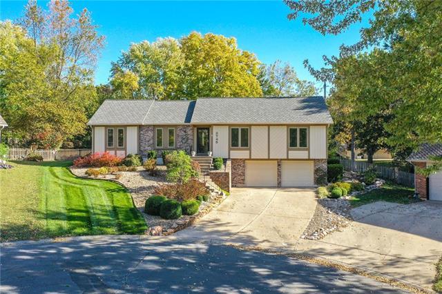 3745 NE Woodland Court Property Photo - Lee's Summit, MO real estate listing