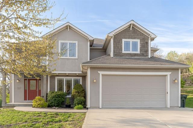 902 Hillcrest Lane Property Photo - Lansing, KS real estate listing