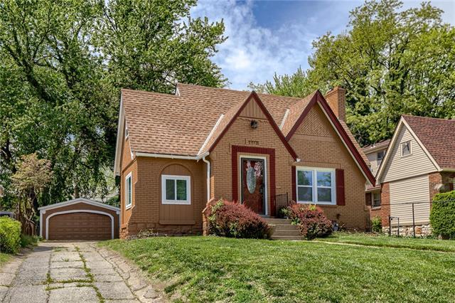 5912 Blue Hills Road Property Photo - Kansas City, MO real estate listing