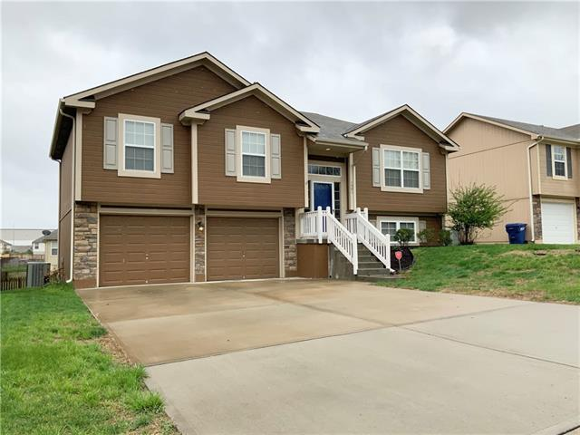 1501 NW Hilltop Lane Property Photo - Grain Valley, MO real estate listing