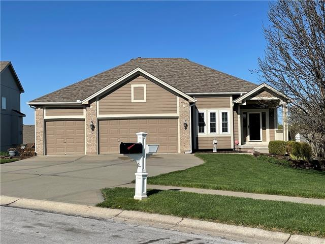 912 Crestridge Drive Property Photo - Kearney, MO real estate listing