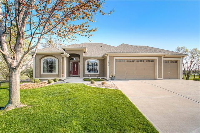 1402 Sandwick Circle Property Photo - Raymore, MO real estate listing