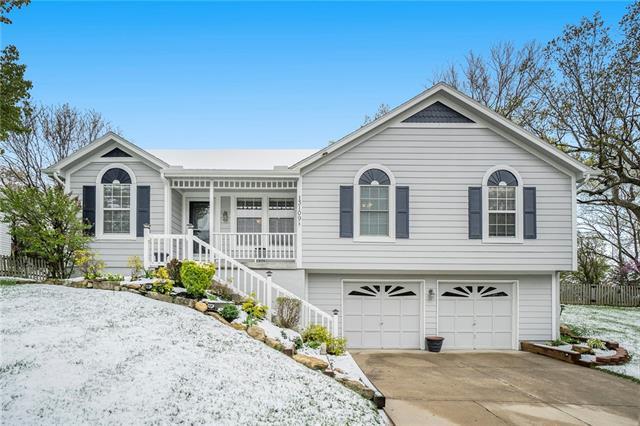 13109 Post Drive Property Photo - Bonner Springs, KS real estate listing