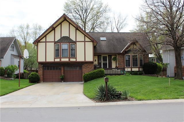 1405 E Frontier Lane Property Photo - Olathe, KS real estate listing