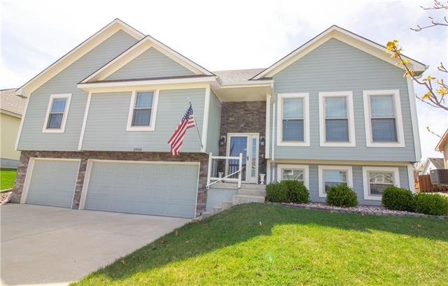 3908 SW Briarwood Oaks Drive Property Photo - Blue Springs, MO real estate listing