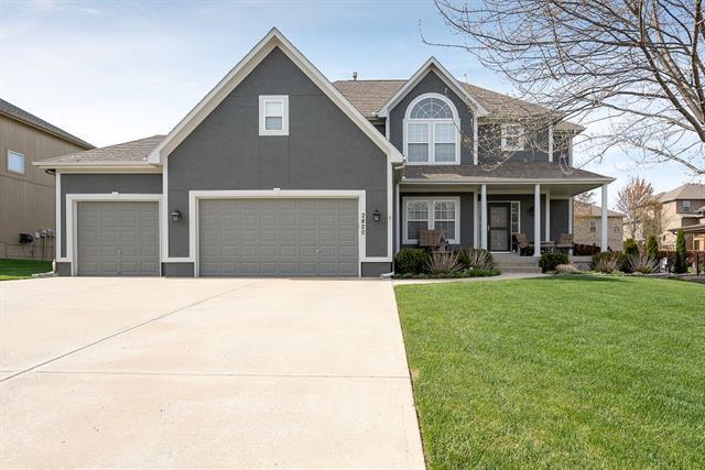 2820 NE Marywood Lane Property Photo - Lee's Summit, MO real estate listing