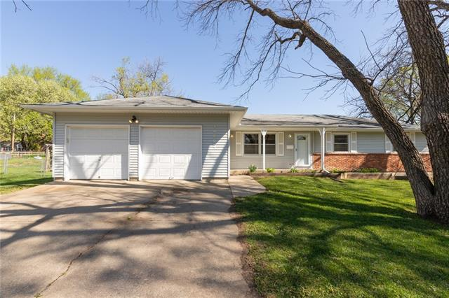 10802 W 71st Street Property Photo - Shawnee, KS real estate listing