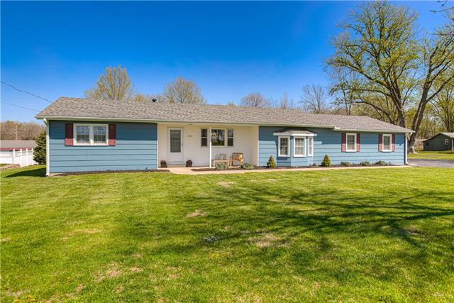 1305 E 4th Street Property Photo - Tonganoxie, KS real estate listing