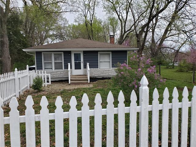 2418 NE 44th Terrace Property Photo - Kansas City, MO real estate listing