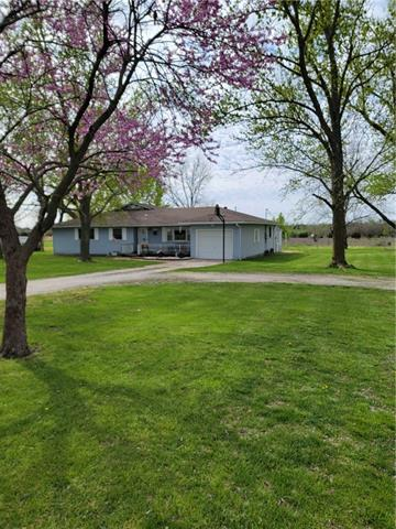1463 Missouri Road Property Photo - Iola, KS real estate listing