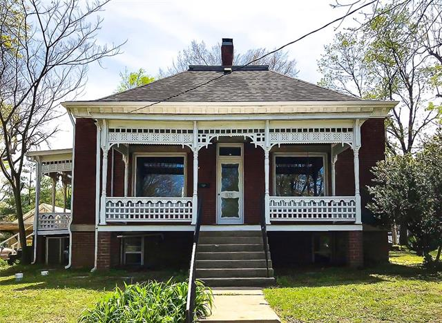 629 W Hunter Street Property Photo - Nevada, MO real estate listing