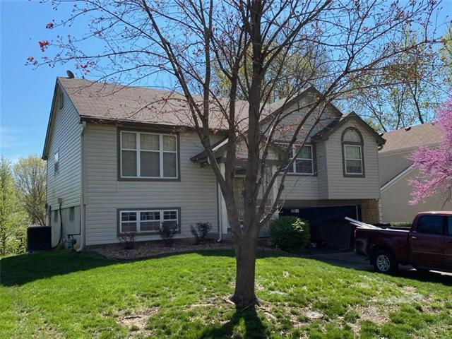 528 NW 41st Street Property Photo - Blue Springs, MO real estate listing