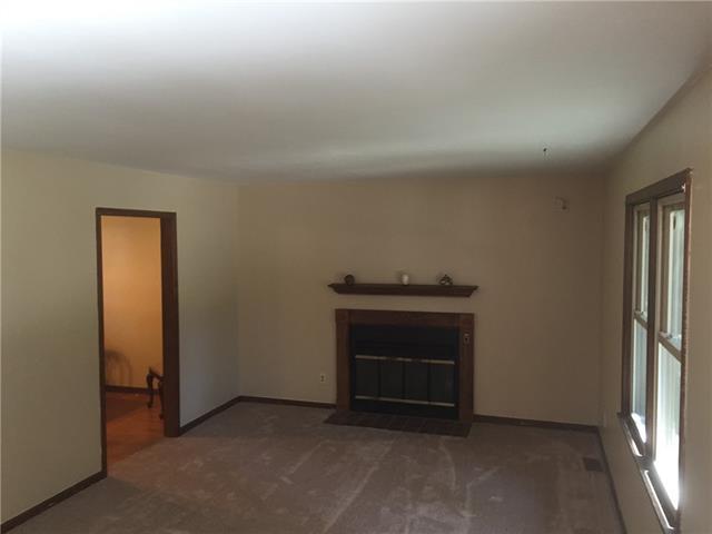 407 Hithergreen Drive Property Photo - Lansing, KS real estate listing