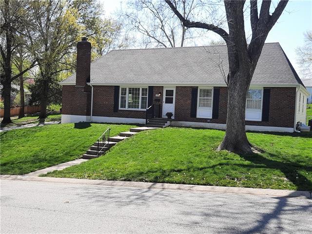 4730 NE Gladstone Avenue Property Photo - Kansas City, MO real estate listing