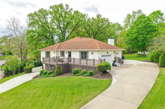778 NW South Shore Drive Property Photo - Lake Waukomis, MO real estate listing