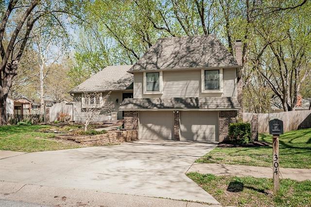304 S Meadowbrook Lane Property Photo - Olathe, KS real estate listing