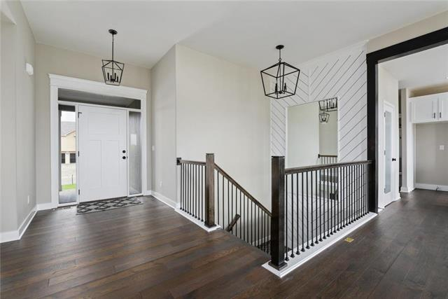 2308 NE Colonnade Drive Property Photo - Blue Springs, MO real estate listing