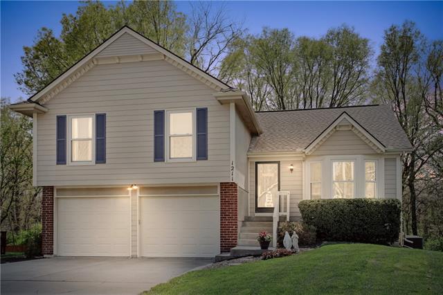 1211 NE 102nd Court Property Photo - Kansas City, MO real estate listing