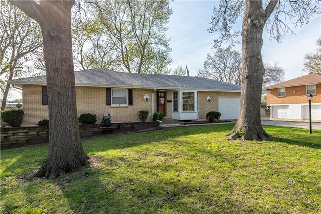6520 Hardy Avenue Property Photo - Raytown, MO real estate listing