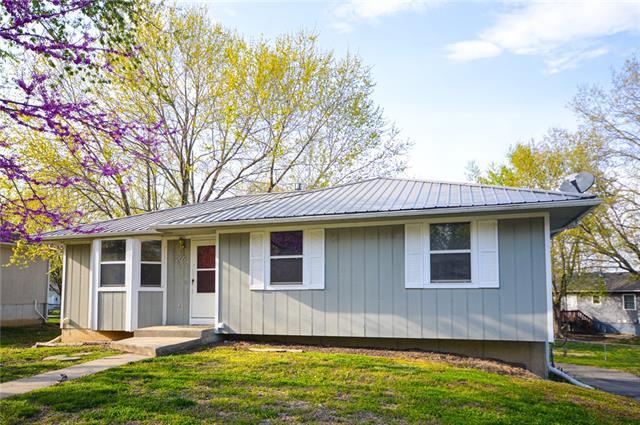 205 SE 51st Road Property Photo - Warrensburg, MO real estate listing