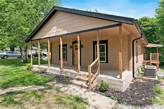 3749 NE Chaumiere Road Property Photo - Kansas City, MO real estate listing