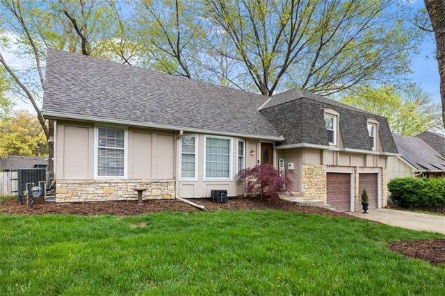 7512 W 98th Terrace Property Photo - Overland Park, KS real estate listing