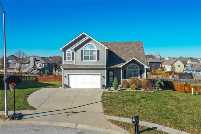 10808 N Potter Court Property Photo - Kansas City, MO real estate listing