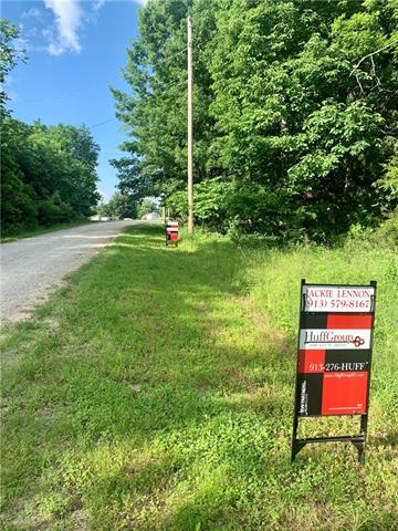 14 S Lakeside Circle Property Photo - Linn Valley, KS real estate listing
