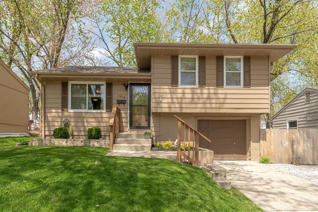 7904 NE 51st Street Property Photo - Kansas City, MO real estate listing