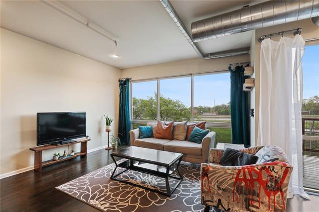 522 Locust Lane #402 Property Photo - Kansas City, MO real estate listing