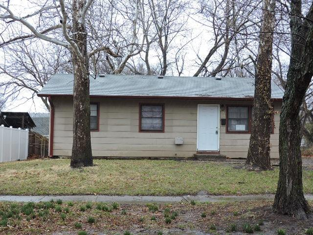 800 SE 35th Street Property Photo - Topeka, KS real estate listing