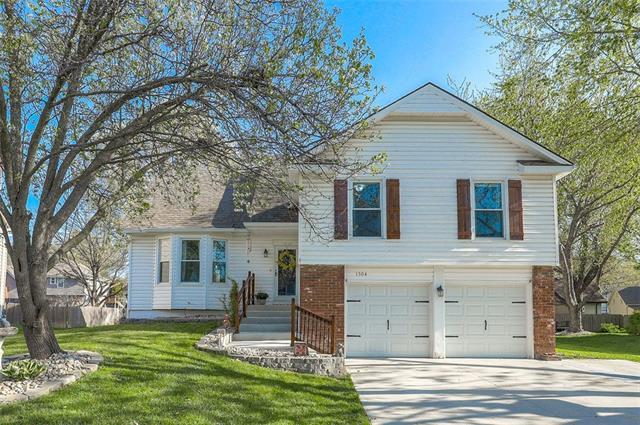 1504 E Wells Fargo Drive Property Photo - Olathe, KS real estate listing