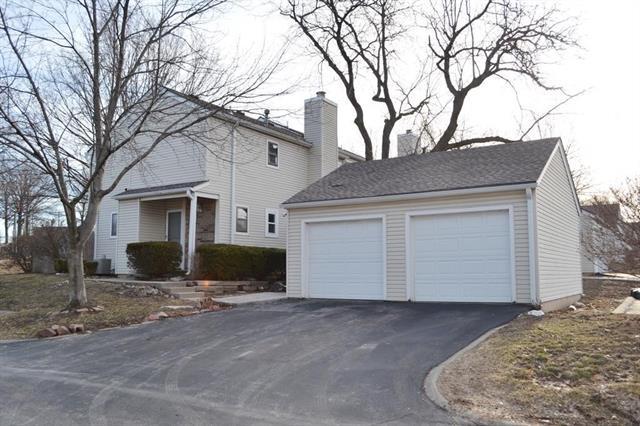 8282 NW Barrybrooke Drive Property Photo - Kansas City, MO real estate listing