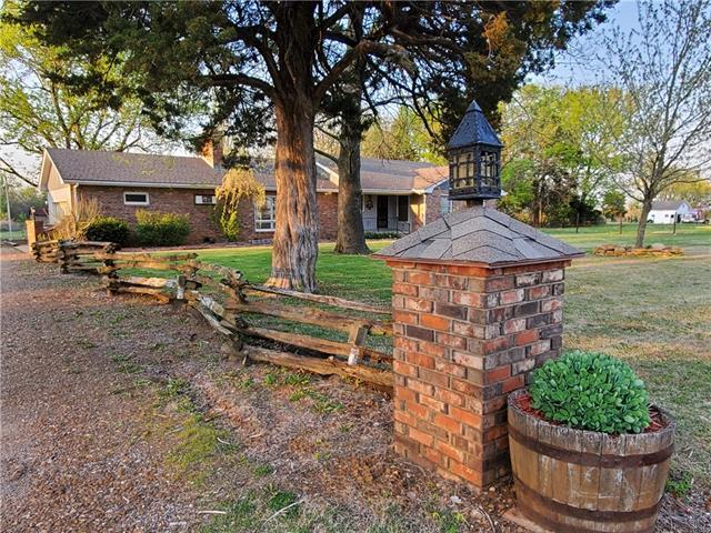 2191 Ironwood Road Property Photo - Fort Scott, KS real estate listing