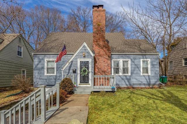 2412 W 48th Terrace Property Photo - Westwood, KS real estate listing