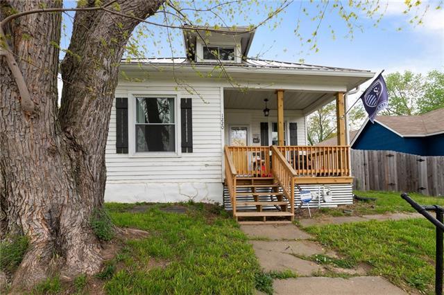 1220 Spruce Street Property Photo - Leavenworth, KS real estate listing