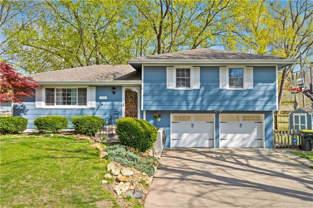 124 Meadow Lane Property Photo - Lansing, KS real estate listing