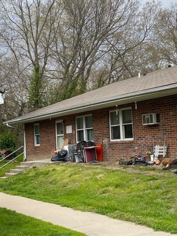 408 W 1st Street Property Photo 5