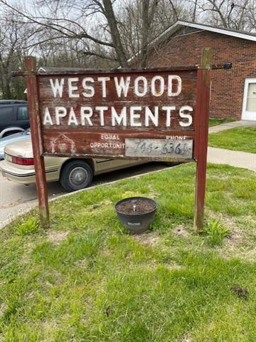 408 W 1st Street Property Photo 8