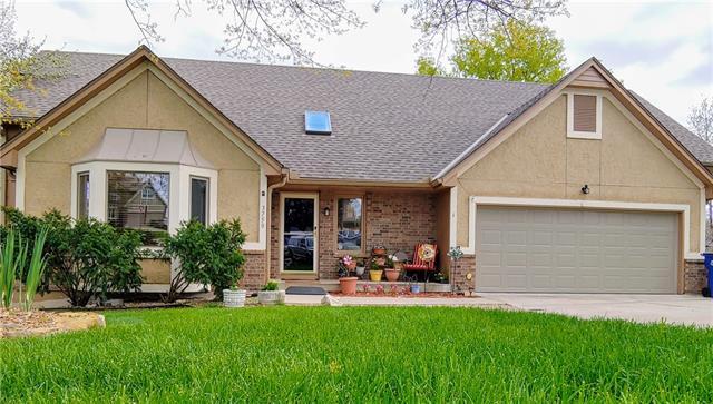 3750 SW Kimstin Circle Property Photo - Blue Springs, MO real estate listing
