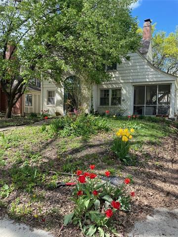 1004 W Gregory Boulevard Property Photo - Kansas City, MO real estate listing
