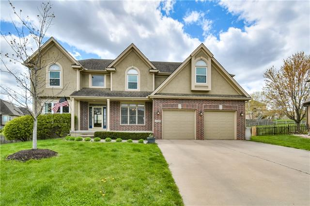 2905 SW BRIDLEWOOD Circle Property Photo - Lee's Summit, MO real estate listing