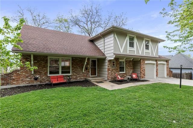 602 SW Murray Road Property Photo - Lee's Summit, MO real estate listing