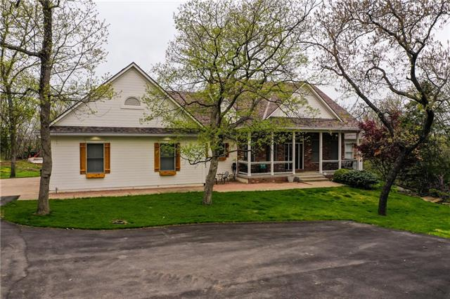 9210 Oak Valley Drive Property Photo - De Soto, KS real estate listing