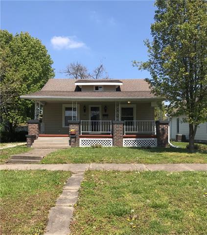 304 PACIFIC Avenue Property Photo - Osawatomie, KS real estate listing